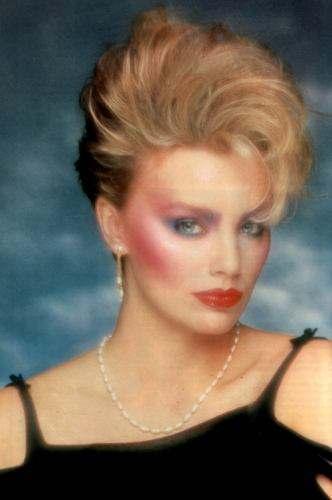 Тема - диско 80-х.  С одеждой я определилась